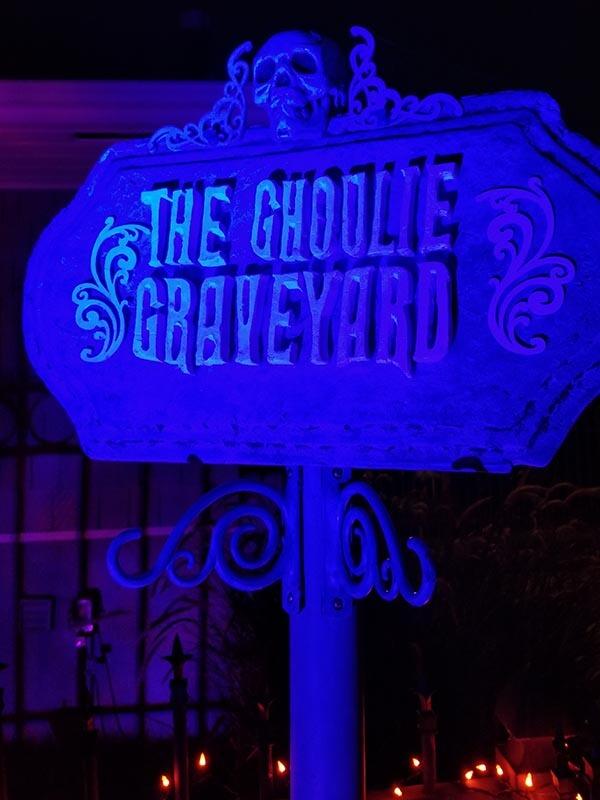 Ghoulie Graveyard sign lit up